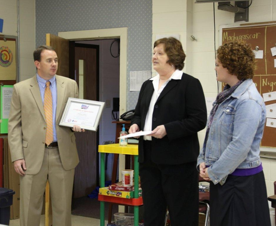 Pictured L-R:  New Albany Middle School Principal, Damon Ladner;  MDOT/AASHTO RIDES Implementation Coordinator, Linda Clifton; New Albany 6th Grade Teacher, Tracy Vainisi