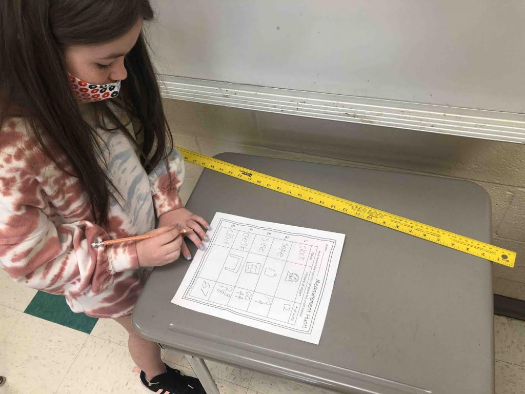 2nd grade students participating in measuring activities